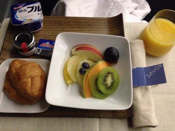 【THB】シャキシャキした新鮮な機内食はおすすめ!ハワイ行きデルタ航空ビジネスクラス01